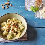 Mezze maniche con pesto di zucchine e pancetta